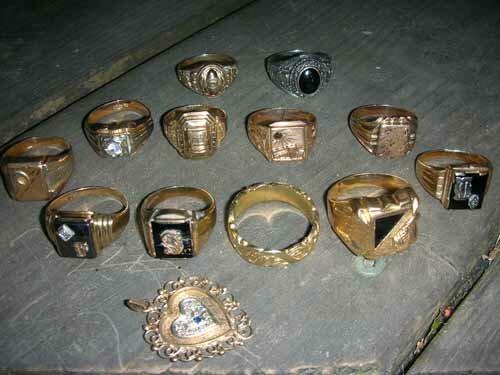Поиск украшений под водой рубль новый